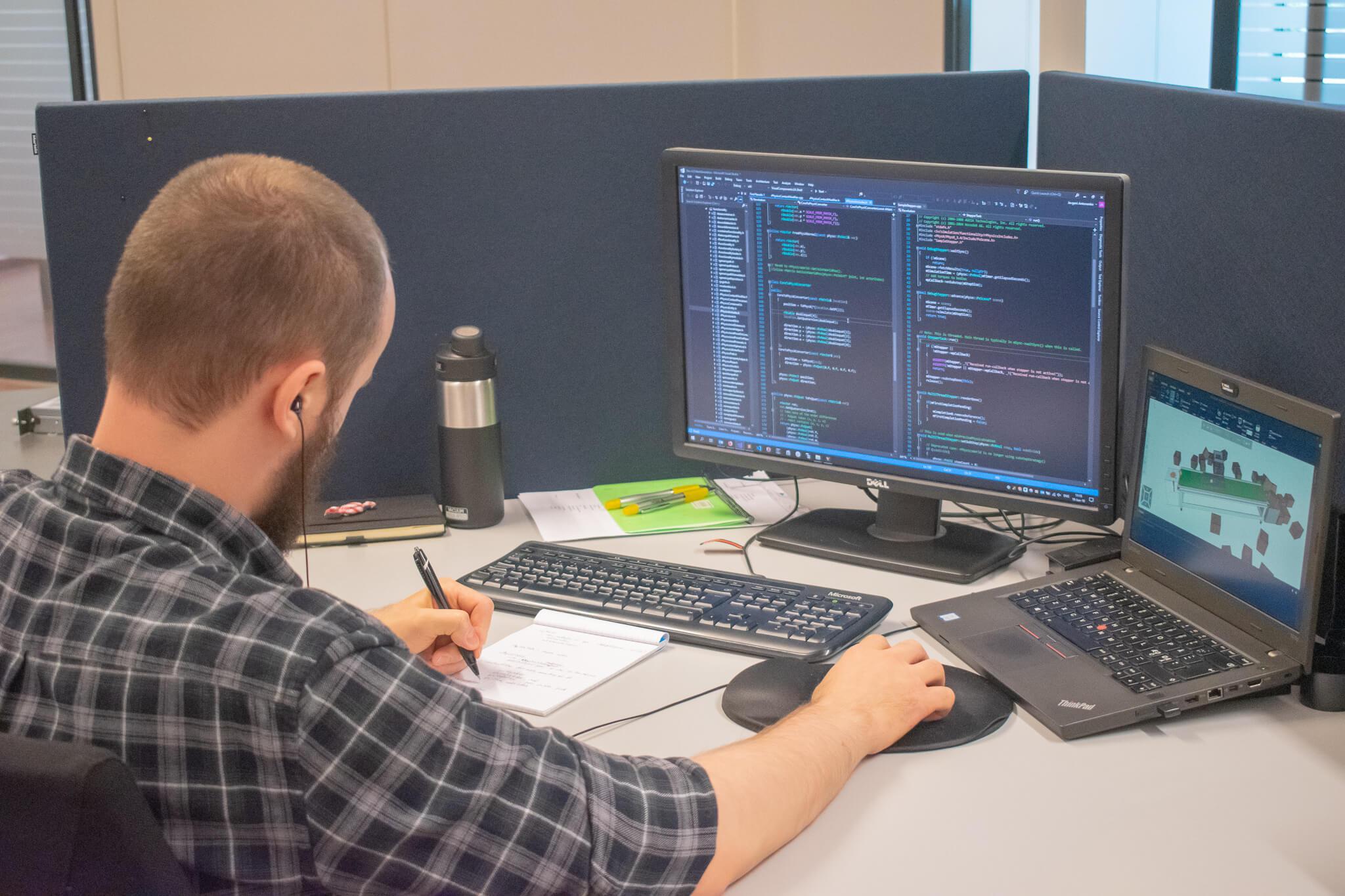 Developer Jevgeni working on simulation software on a desktop